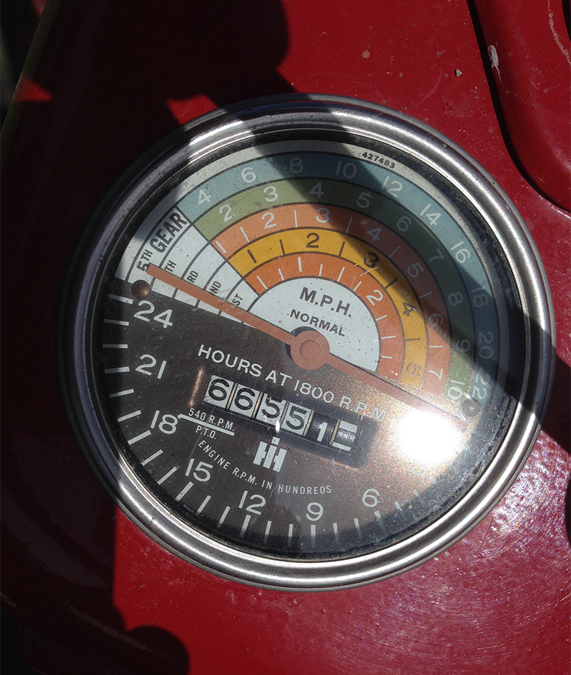 The McCormick 300's genius little RPM/speedometer, all indicated with one needle!